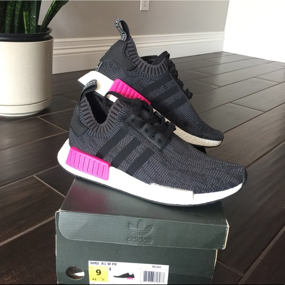 new product 61bd8 02cdb BRAND NEW • Adidas NMD R1 Core Black / Shock Pink NWT